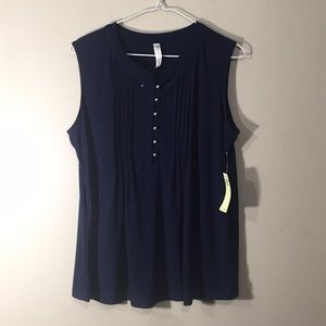 Nwt Cute navy sleeveless blouse